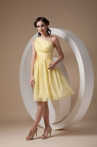 Pretty One Shoulder Knee-length Yellow Dresses for Bridesmaid