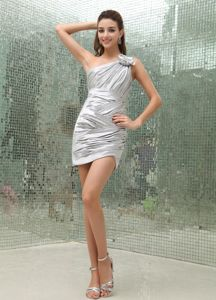 New One Shoulder Ruched Silver Mini Maid of Honor Dresses