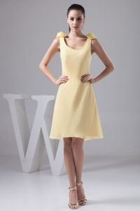 Knee-length Hand Made Flower Yellow Chiffon Bridesmaid Dresses