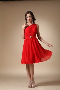 Under 100 Knee-length Beaded One Shoulder Red Bridesmaid Dress