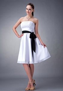 Strapless White Short Maid of Honor Dress for Outside Weddings