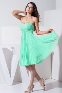 Pleated Apple Green Knee-length Bridesmaid Dresses Beaded