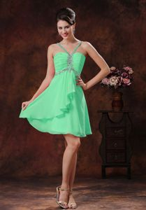 V-neck Beaded Halter Green Short Bridesmaid Dresses Online