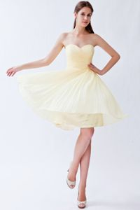 Sweetheart Ruched Light Yellow Pleated Short Dress for Bridesmaids