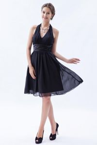 Sexy Halter Backless Ruched Chiffon Black Short Bridesmaid Gowns